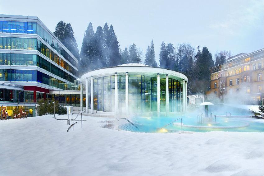 Caracalla_Therme_Aussenbecken_Schnee [1600x1200] Baden-Baden Warum Baden-Baden die exquisiteste Stadt Deutschlands ist Caracalla Therme Aussenbecken Schnee