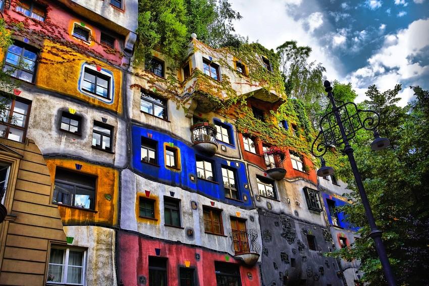 hundertwasser-house-in-vienna hundertwasser Die Gebäude von Hundertwasser: eine Architektur für den Menschen Hundertwasser House In Vienna