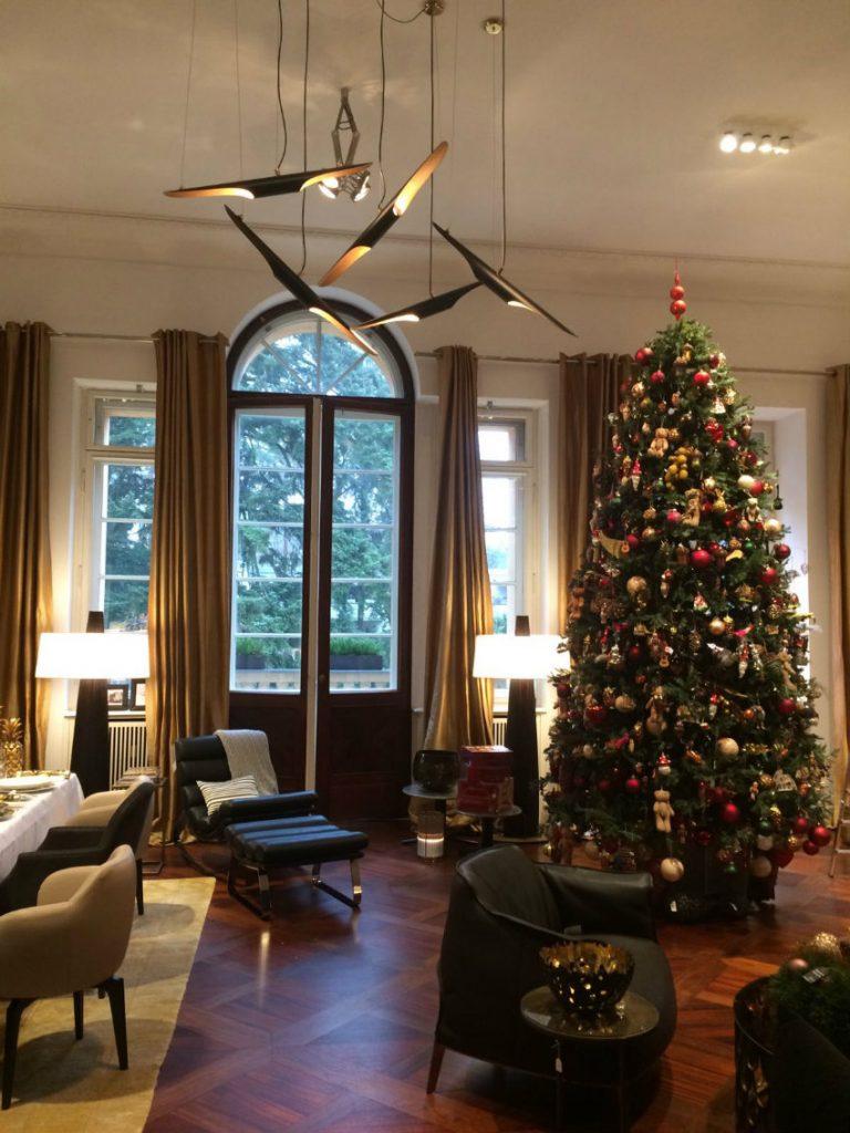 top 5 exquisite weihnachtsb ume zum einen moderne wohnzimmer wohn designtrend. Black Bedroom Furniture Sets. Home Design Ideas