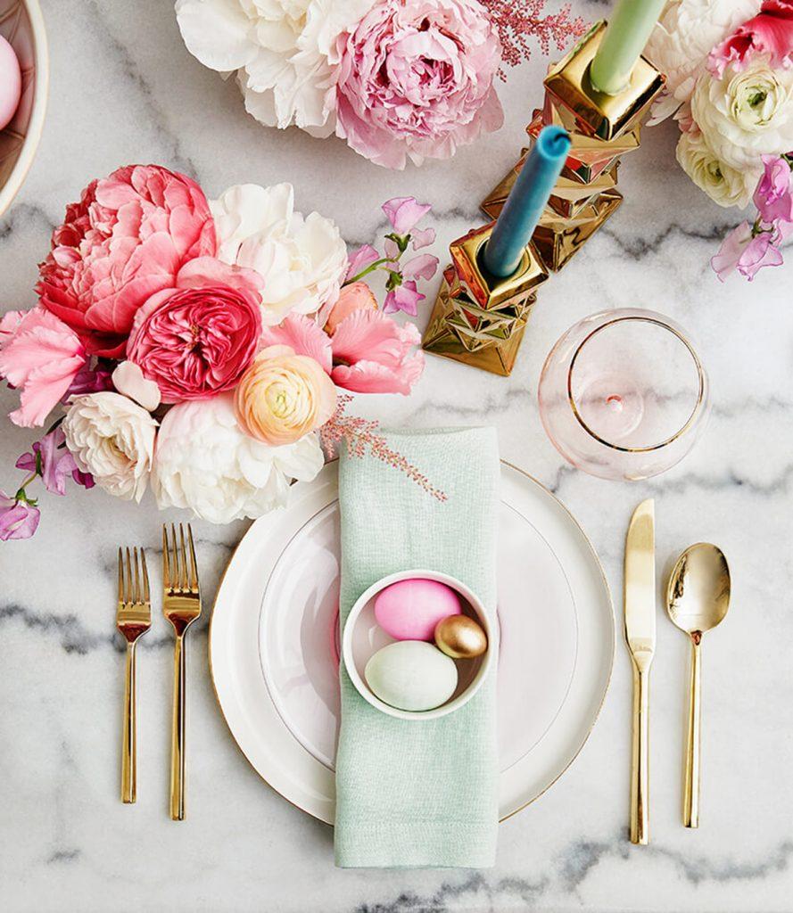 10 Luxus Osterdeko Inspirationen und Ideen osterdeko 10 Luxus Osterdeko Inspirationen und Ideen Emily Henderson Easter Table Setting1