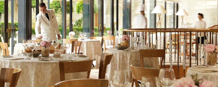 Atemberaubende Restaurants zum Essen in Mailand während iSaloni