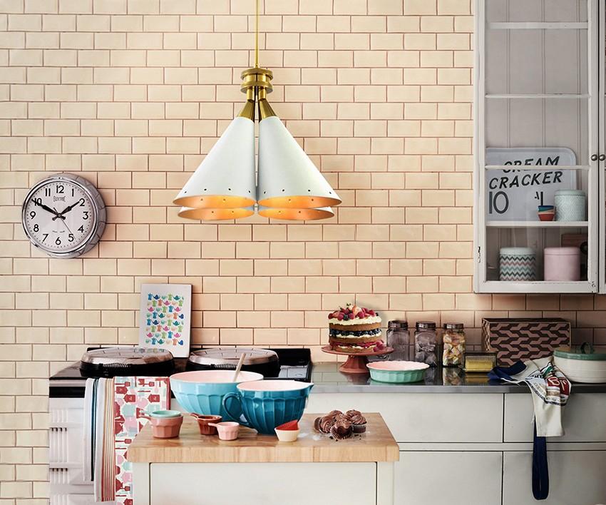 Moderne Küchen für einen zeitgenössischen Stil Moderne Küchen Moderne Küchen für einen zeitgenössischen Stil kitchen delightfull madeleine suspension 1