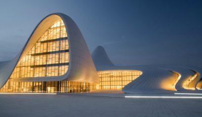10 Atemberaubendste Architektur Gebäude der Welt Architektur 10 Atemberaubendste Architektur Gebäude der Welt Heydar Aliyev Cultural Center     Baku Azerbaijan capa 409x237