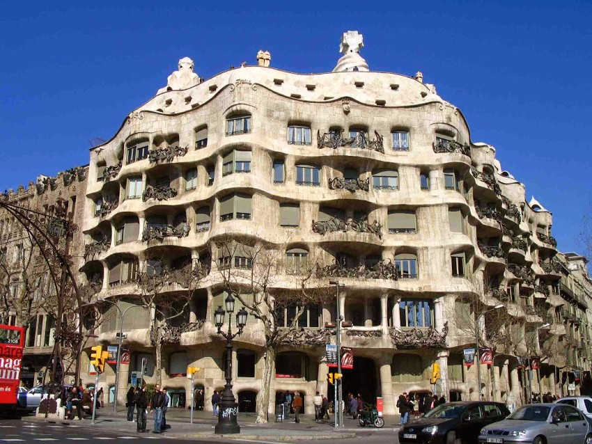 Entdecken Sie 7 anspruchsvolle Reiseziele  Architektur Entdecken Sie 7 anspruchsvolle Reiseziele für Architektur-Lovers La Pedrera ou Casa Mil   de Gaud