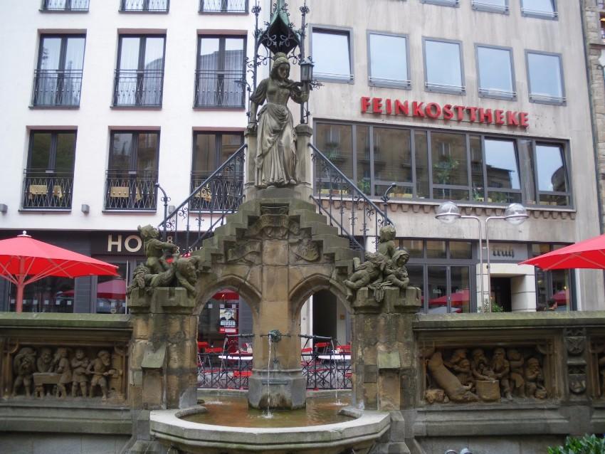 Top Sehenswürdigkeiten in Köln zu besuchen IMM 2018 IMM 2018: Top Sehenswürdigkeiten in Köln zu besuchen Heinzelm  nnchenbrunnen