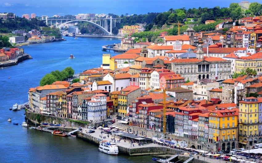 Exotische Luxus Plätze für ein frohes Neues Jahr frohes Neues Jahr Exotische Luxus Plätze für ein frohes Neues Jahr Porto old town and river Douro cropped xlarge