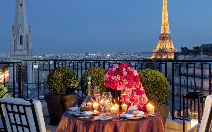Valentinstag: 5 exklusive Sofas, um einen romantischen Film zu sehen Valentinstag Valentinstag: 5 exklusive Sofas, um einen romantischen Film zu sehen Four Seasons Hotel George V Paris  1