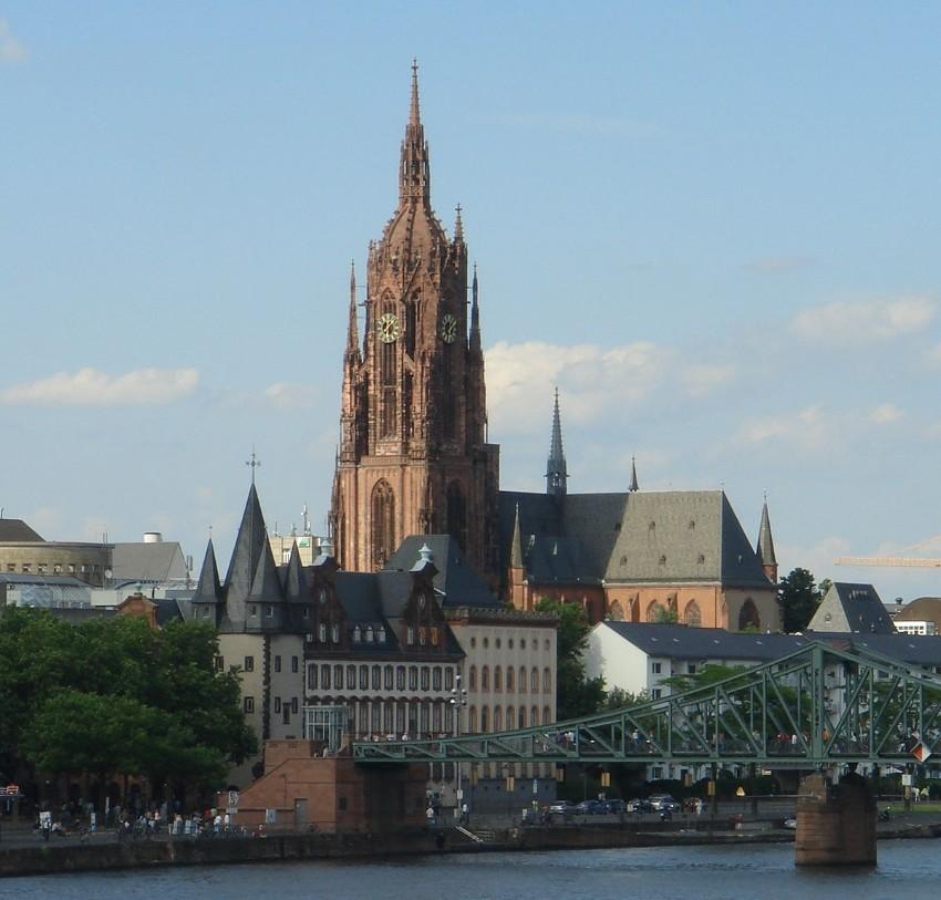 Wo in Frankfurt während der Messe zu gehen light + building Wo in Frankfurt während Light + Building zu gehen 1200px Frankfurter Dom Eiserner Steg