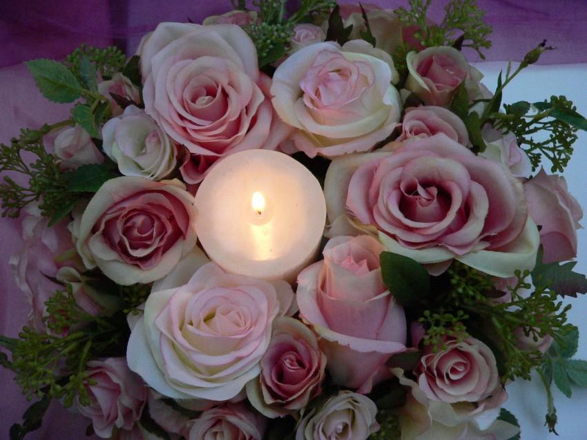15 Tipps für die Valentinsfeier  Dekoideen 15 Dekoideen für die Valentinsfeier kerzen und rosen